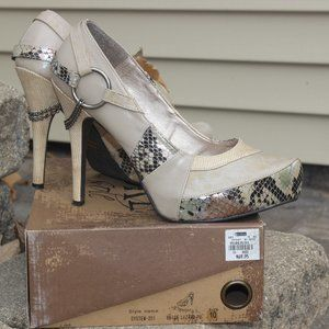BKE sole Beige Lizard Pumps Size 10